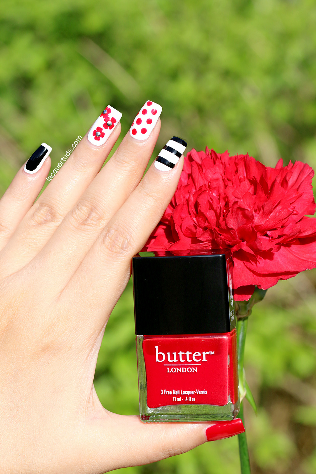 Burberry-Prorsum-Petals-Nail-Art3